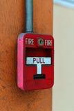 交换在砖墙上的火警 免版税库存照片
