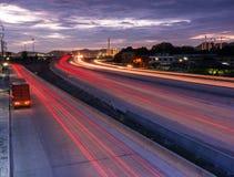 交换在路的运输集装箱对口岸 免版税库存照片