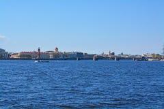 交换桥梁和马卡罗夫堤防在圣彼德堡,俄罗斯 图库摄影