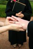 交换环形婚礼 免版税库存图片