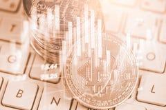 交换现代方式  Bitcoin是在全球性的方便付款 免版税库存照片