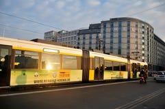 交易与电车轨道网络在柏林,德国 库存图片