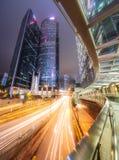 交易在香港街道在晚上,中国上 库存照片