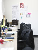交易起步计划在办公室墙壁上的使命任务 免版税图库摄影