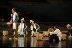 交谈江西歌剧的其余的搬运工杆秤 免版税库存照片