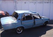 交通事故,一辆被击毁的汽车的后果 公路交通事故 免版税库存照片
