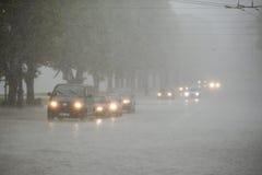 交通在大雨中 免版税库存照片