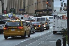 交通在纽约使难为了救护车能通过  免版税库存图片