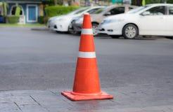 交通在路的锥体或巫婆帽子 免版税库存图片