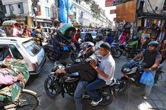 交通堵塞和大气污染在中央加德满都 免版税图库摄影