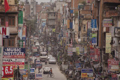 交通堵塞和大气污染在中央加德满都 免版税库存图片