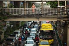 交通堵塞在其中一个城市的中心地区中 库存图片