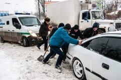 交通堵塞在冬天 图库摄影