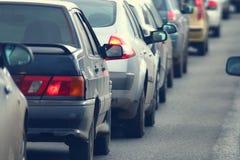 交通堵塞在城市,路,高峰时间时间 库存照片