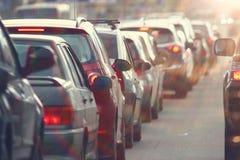 交通堵塞在城市,路,高峰时间 免版税库存图片