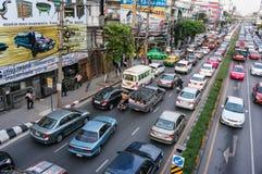 交通堵塞在高峰时间在曼谷 免版税库存照片