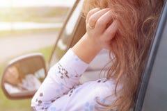交通堵塞的乏味妇女 免版税库存图片