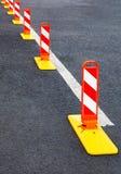 交通安全 在灰色沥青的交通标号 免版税库存照片