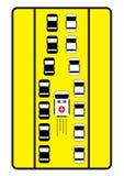 交通标志劝告汽车给中间方式救护车 免版税库存照片