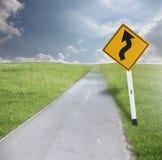 交通标志和路 免版税库存图片