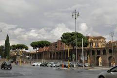 交通波尔塔圣乔瓦尼在罗马,意大利 免版税库存图片
