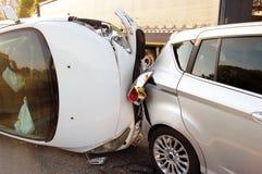 交通碰撞在市区 免版税图库摄影