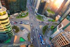 交通速度通过一个交叉点在Gangnam 库存图片