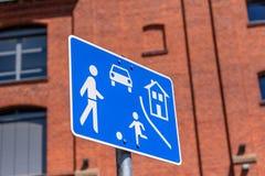交通镇定了区域-演奏孩子 库存照片