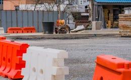交通障碍和道路工程设备 免版税库存照片