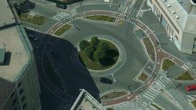 交通,关闭米兰空中射击在环形交通枢纽的 股票视频