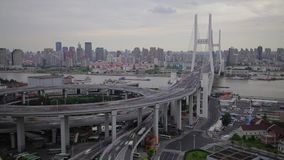 交通Timelapse在南浦螺旋的,上海,中国 股票视频