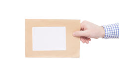 交付信件到接收者(仅被看见的一个手和小包) -演播室射击 图库摄影