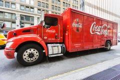 交付在纽约街道的可口可乐卡车  免版税图库摄影