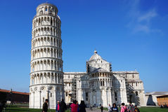 亦称圣玛丽亚Assunta斜塔和大教堂在奇迹广场Piazza del D 免版税库存照片