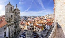 亦称圣洛伦索教会Grilos教会有城市的地平线视图 库存照片