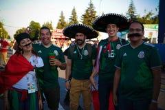 亦称墨西哥足球迷在国际足球联合会中在麻雀山Vorobyovy扇动费斯特血污在莫斯科在国际足球联合会橄榄球世界杯,莫斯科,拉斯 免版税库存图片