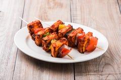 亦称烤酸奶干酪或Paneer蒂卡Kebab或辣椒paneer或者辣椒paneer或tandoori paneer在印度印度,酒吧 库存照片