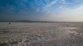 亦称盐湖日落的Karum湖Assale或Asale,在远处Danakil埃塞俄比亚 库存图片