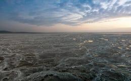 亦称盐湖日落的Karum湖Assale或Asale,在远处Danakil埃塞俄比亚 图库摄影