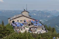 亦称Kehlsteinhaus老鹰乐队在德国白天视图筑巢 免版税图库摄影