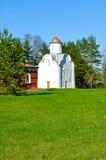 亦称Peryn Theotokos的诞生的教堂教会在Peryn Skete的在Veliky诺夫哥罗德,俄罗斯郊区 免版税库存图片