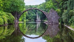 亦称Rakotz桥梁Rakotzbrucke恶魔` s桥梁在Kro 免版税库存图片