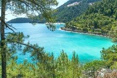 亦称Saliara在Thassos海岛,希腊使海滩海湾有大理石花纹 免版税库存图片