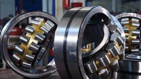 产业和机械概念 轴承制造在工厂的 设置各种各样的齿轮和滚珠轴承 股票录像