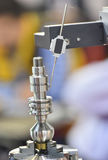 产业机器人在工厂 库存图片