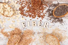 产品和成份当来源自然维生素和饮食纤维,健康营养概念 免版税库存图片