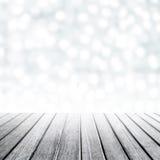 产品显示的空的木桌与defocused模糊的bok 免版税库存照片
