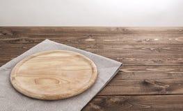 产品蒙太奇的背景 有桌布的圆的木板 库存照片