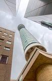 产生地标伦敦的区bt在全景普遍的餐馆旋转的电信顶部塔视图附近 库存图片