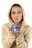 产生妇女年轻人的美丽的地球 免版税库存图片